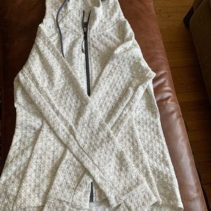 NWOT Adorable jacket from Stoic. White pattern. M.